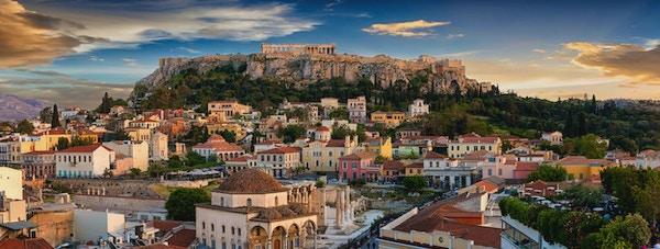 Panoramautsikt over gamlebyen i Athen og Parthenon-tempelet i Akropolis under solnedgang