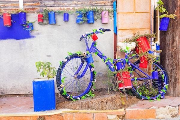 Blomsterdekorasjon med gammel sykkel, Hellas.