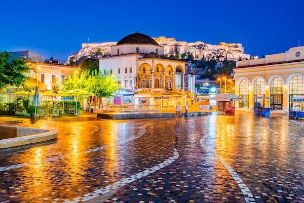Athen, Hellas - Nattbilde med Athen ovenfra, Monastiraki-plassen og den gamle Akropolis.
