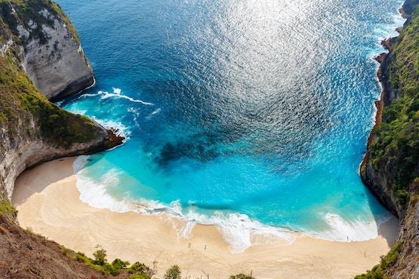 Kelingking-stranden ved øya Nusa Penida. Indonesia