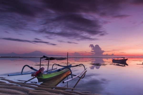 Vakker soloppgang i Sanur-området i Bali i Indonesia.