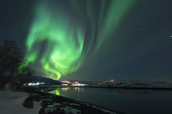 Nordlys vises i Alta, den største nordligste byen i Norge.