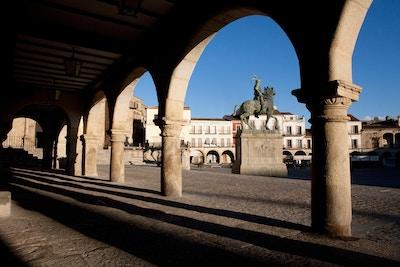 Spania landsbyferie trujillo trujillo 2cturismo de extremadura torg statue