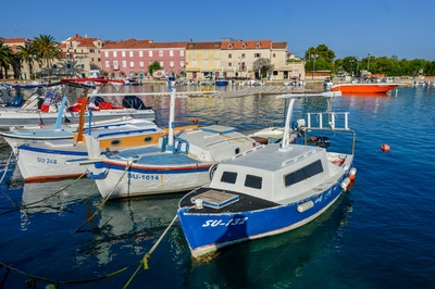 4 gamle båter i havna