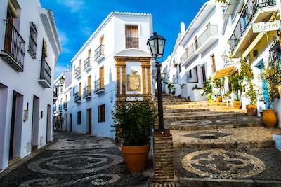 gate i gamlebyen i frigiliana spania