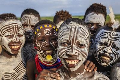 Gruppe glade afrikanske barn - Sør-Etiopia, Øst-Afrika