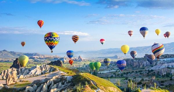 Den store turistattraksjonen i Cappadocia - ballongflukt. Cappadocia er kjent over hele verden som et av de beste stedene å fly med luftballonger. Goreme, Cappadocia, Tyrkia