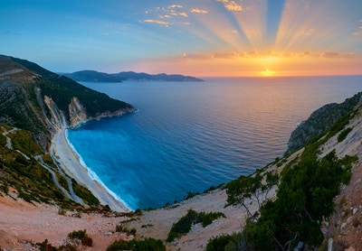 Fantastisk solnedgang over Myrtos-stranden