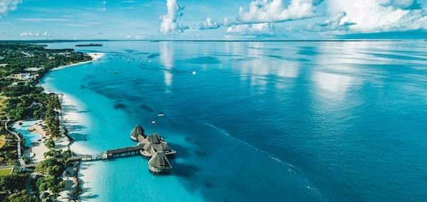 Panoramautsikt over Zanzibar, tropisk strand