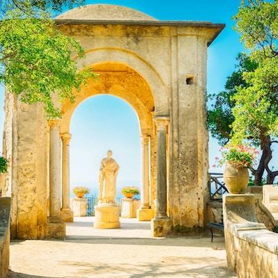 vakre detaljer om Ravello-landsbyen om sommeren, Amalfikysten i Italia, tonet