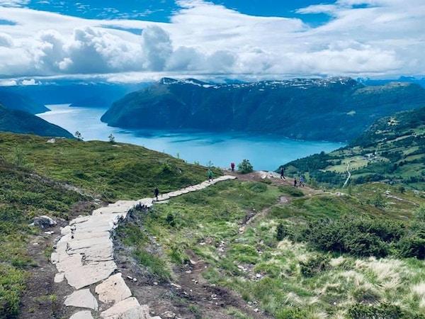 Utsikt fra Molden ned mot Lustrafjorden