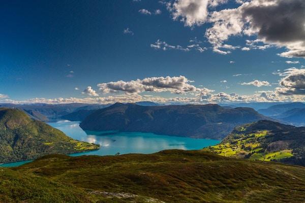 Nydelig utsikt fra Molden ned mot Lusterfjorden