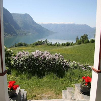 Vakker utsikt mot fjorden fra Munthehuset
