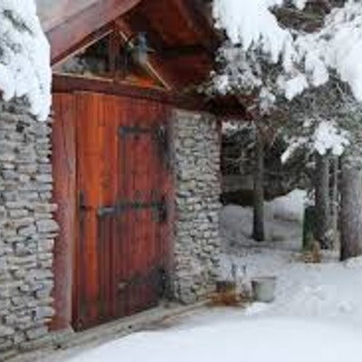 Gamme, et tradisjonelt hus i snølandskap