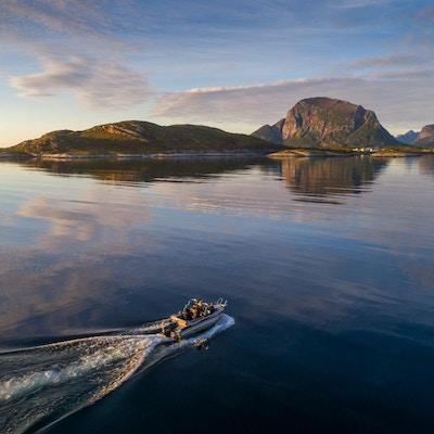 På båttur mot Svartisen