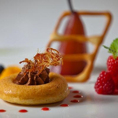 Dessert pent dandert med pynt og bær