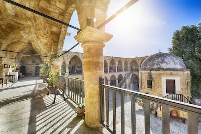 The Great Inn (tyrkisk: Buyuk Han) er den største campingvogn på øya Kypros. Det ligger i Lefkosa (Nicosia), den tyrkiske republikken Nord-Kypros. den ble bygget av ottomanerne i 1572.
