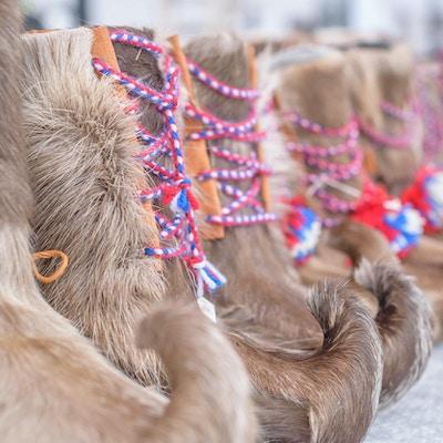 Tradisjonelt samisk håndlaget fottøy fra reinsdyr