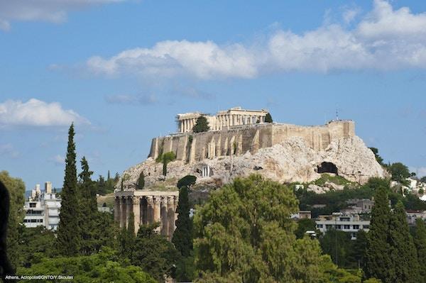 Utsikt mot det berømte Akropolistempelet på en høyde over Athen