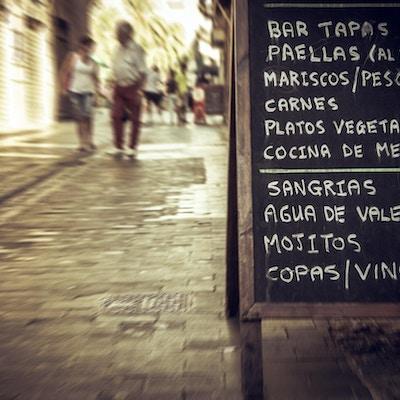 Sentrum av Valencia: restaurantmeny i gatene