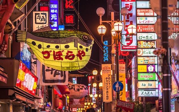 Restauranter og pulserende natteliv i Dotonbori-distriktet, Osaka, Japan