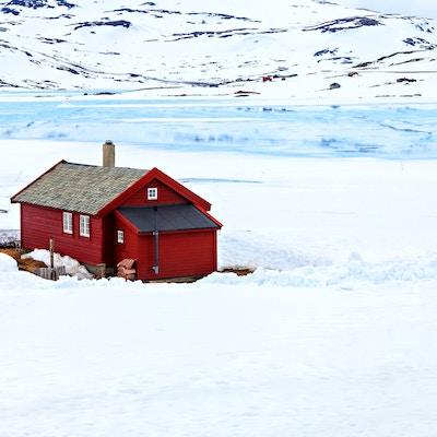 Getty Images 530097589 Norge hytta vinter sjo