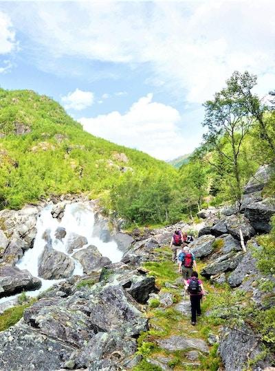 Vandring langs elvestrykene i Mørkrisdalen