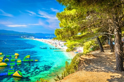 Utsikt ved den berømte Middelhavsstranden Golden Cape på øya Brac, Kroatia, Europa.