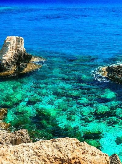 krystall turkis hav på Kypros øya